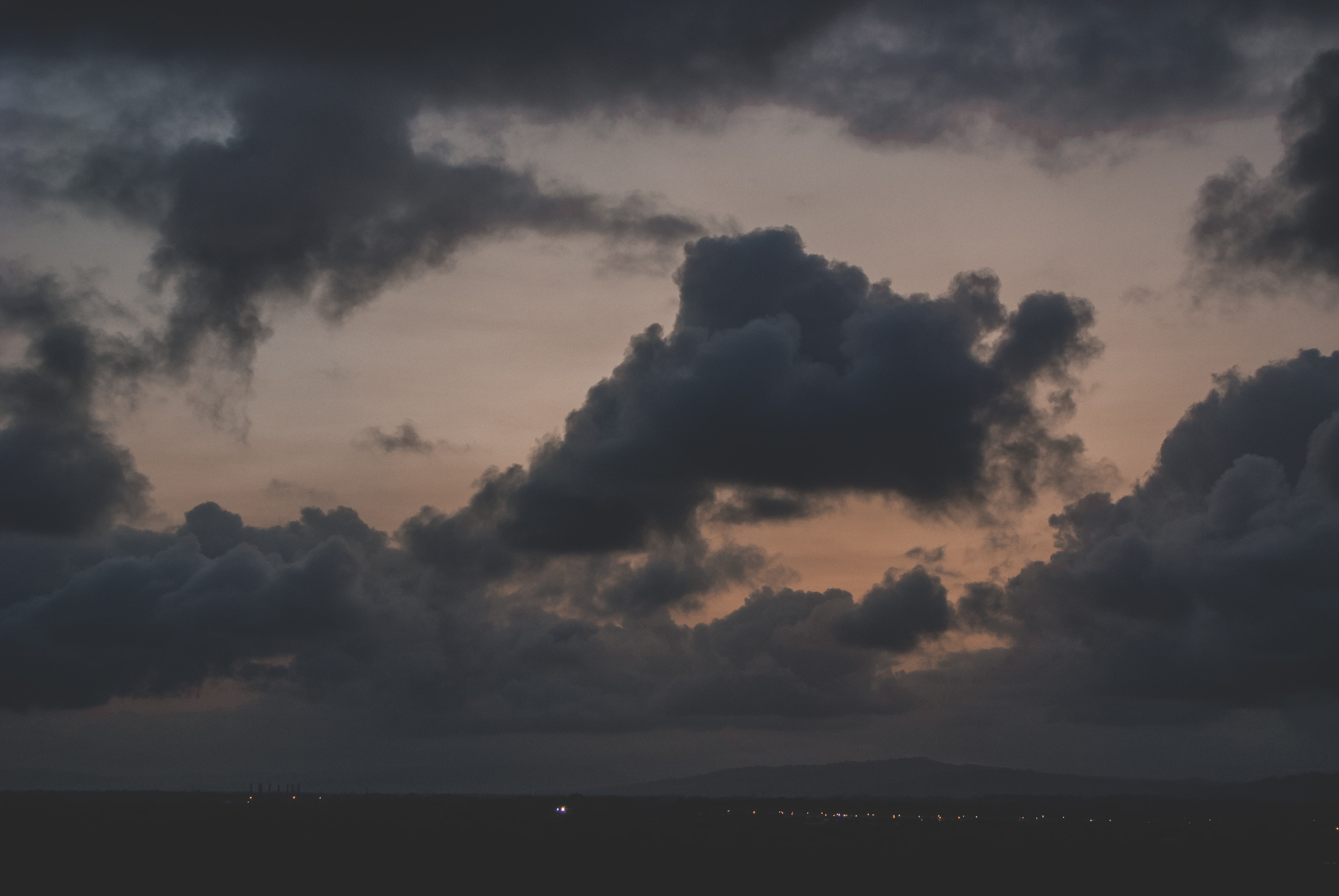 cloudy sky during nightime