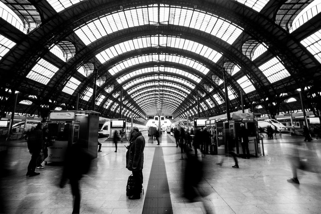 opposti alla stazione di Milano