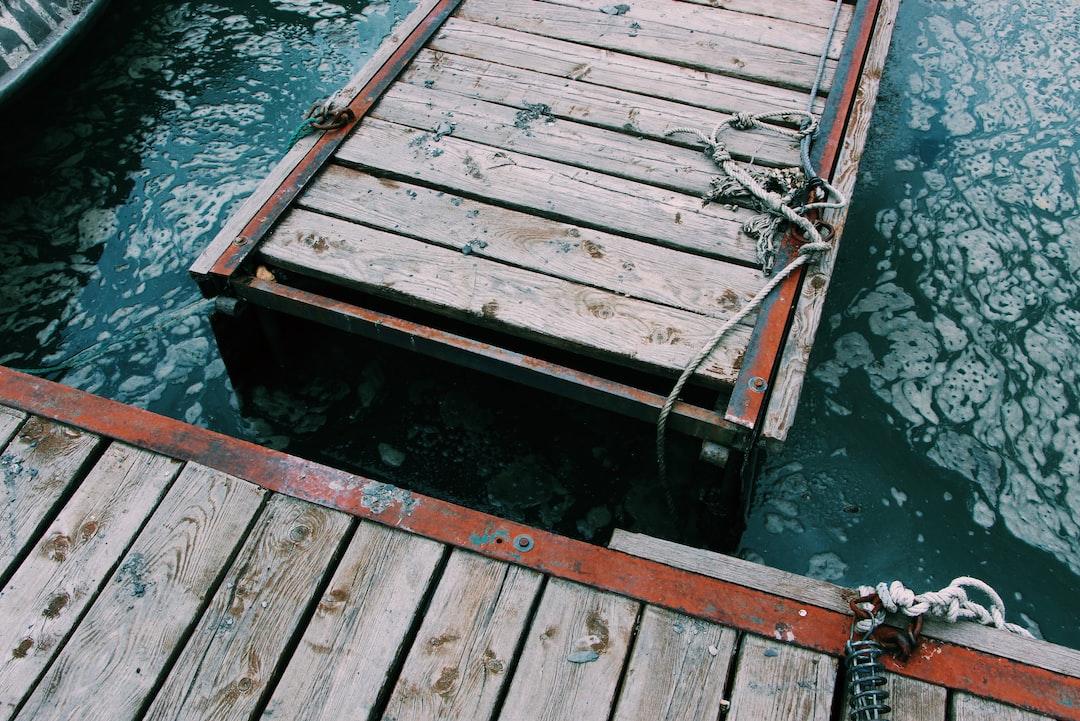 Buying a Pontoon Boat Lift