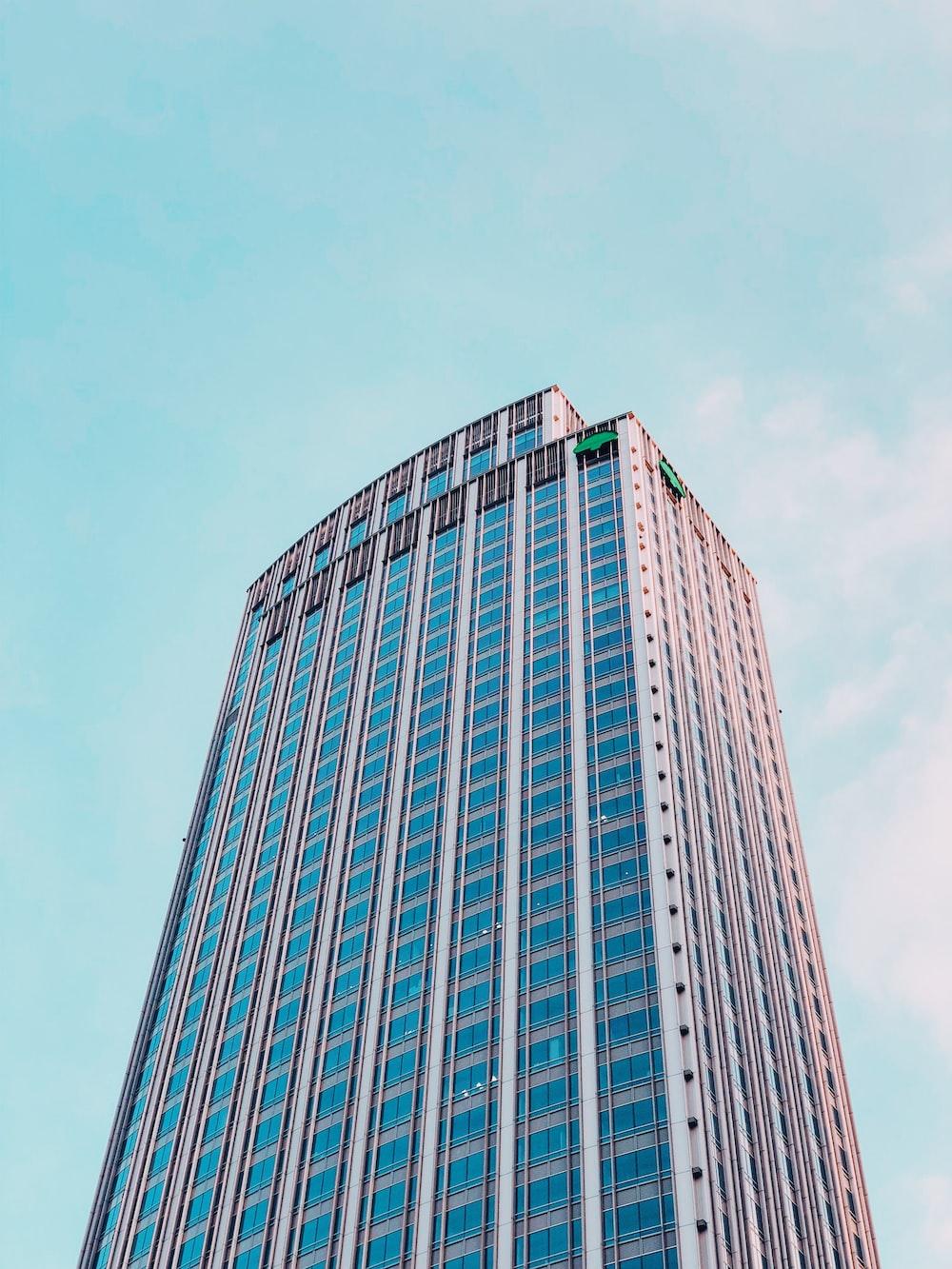 grey concrete high-rise building