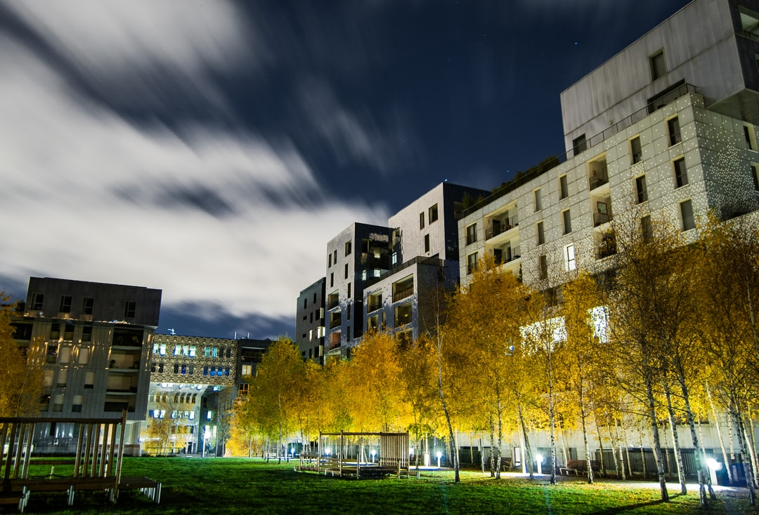 La nuit nous donne une autre vision du quartier de Confluence
