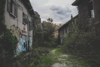 At the bend of a street, hidden behind an abandoned nature, houses deserted from all traces of life. Blocked in the past, they wait there in a parallel space time.