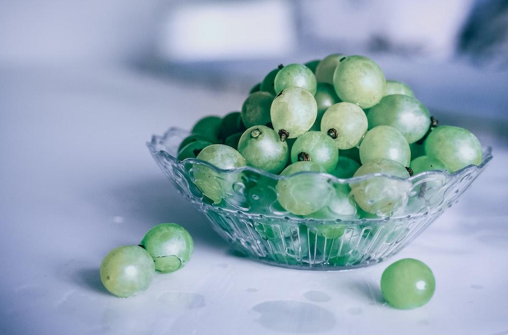 bowl of green grapes