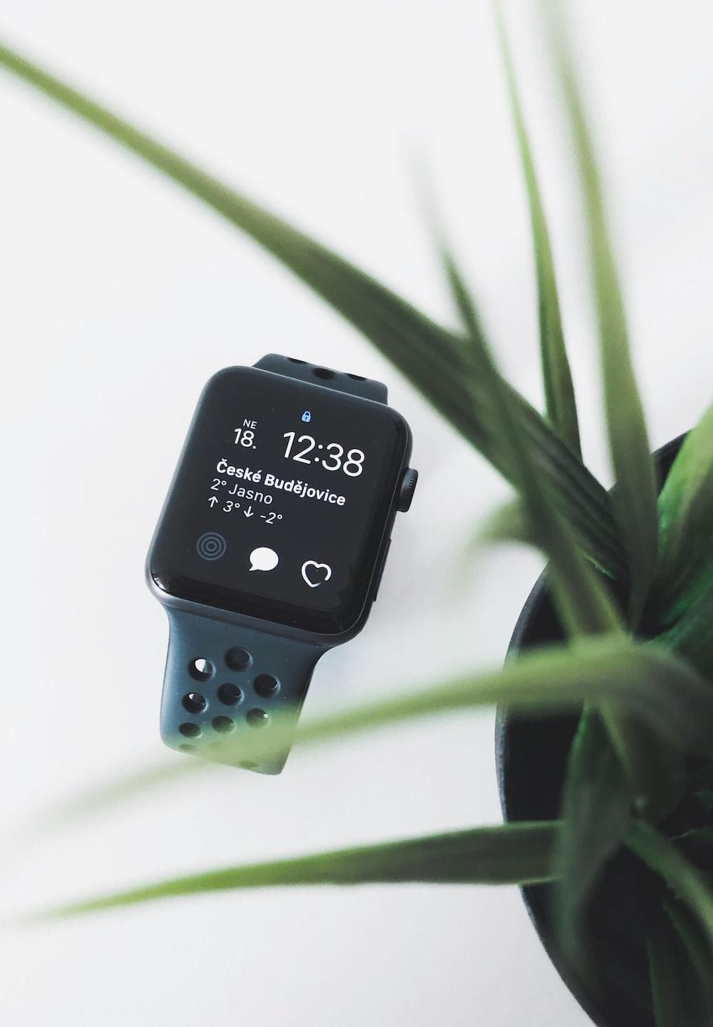 space gray aluminium Apple Watch