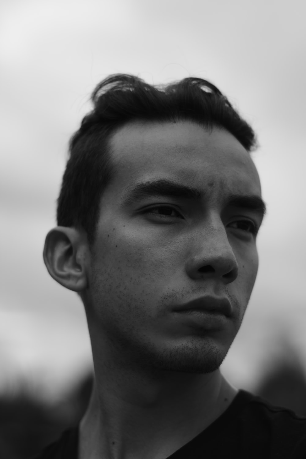 gray scale of man's face