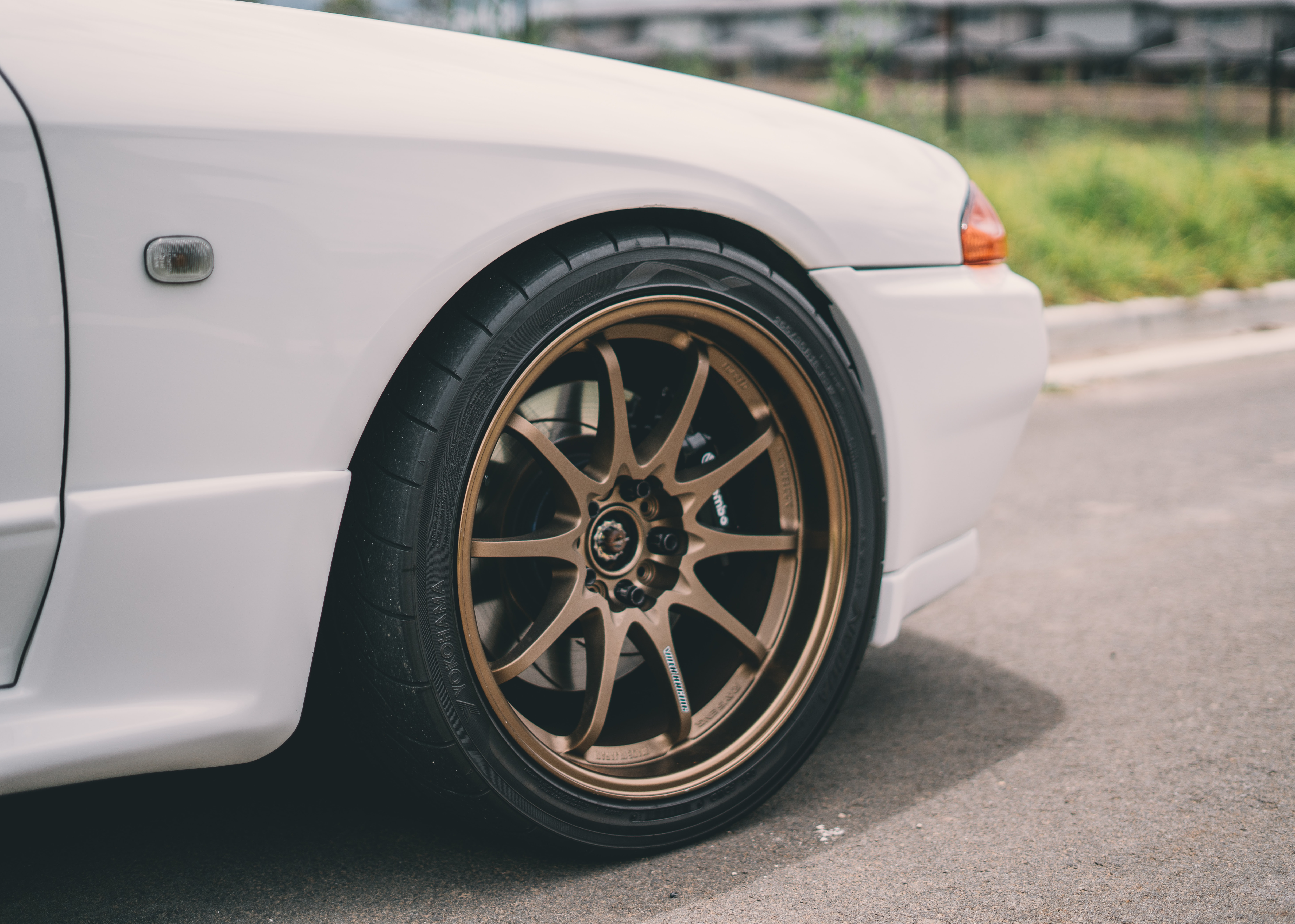 brown vehicle rim and tire