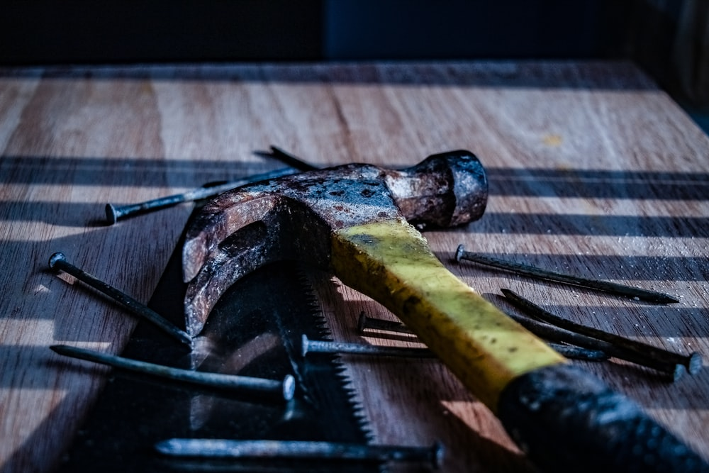 black and yellow claw hammer on focus photography