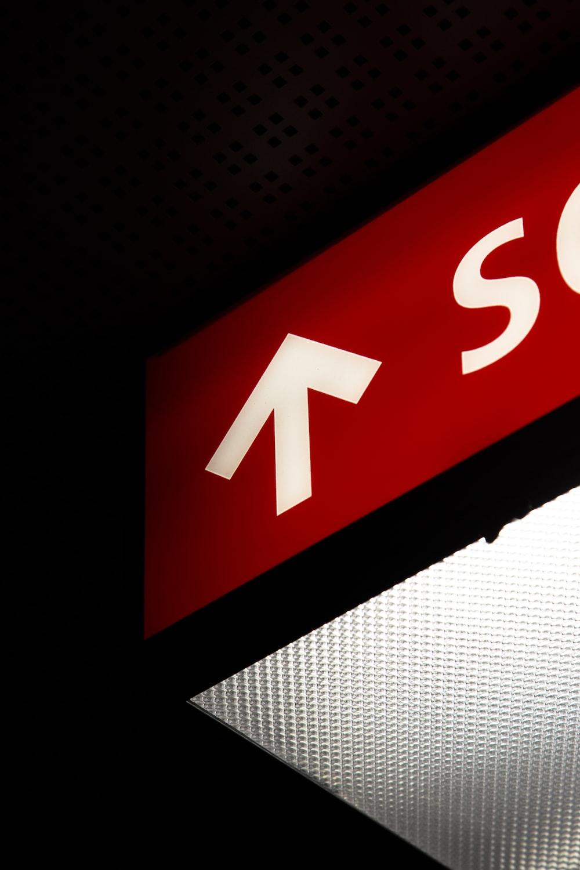 arrow up signage