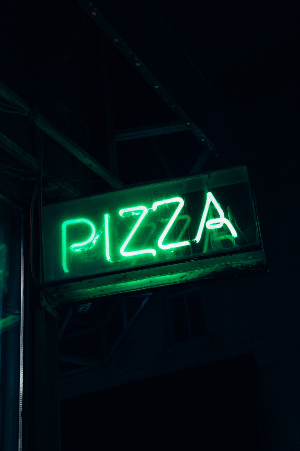 green Pizza neon signage
