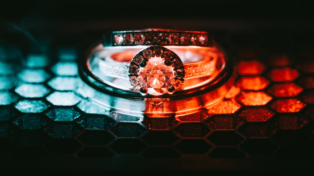 silver-colored couple ring