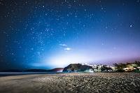 seashore under starry night wallpaper
