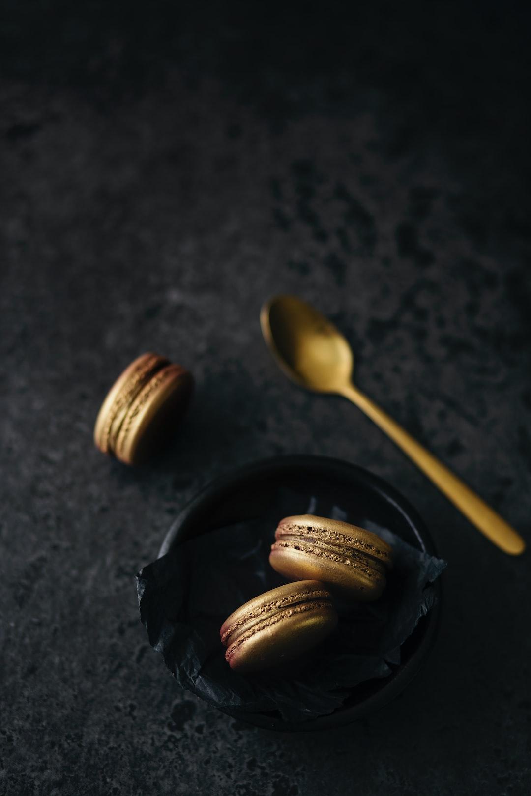 Gold, glamorous, and sweet! Emphasises on those gold sprayed macarons.