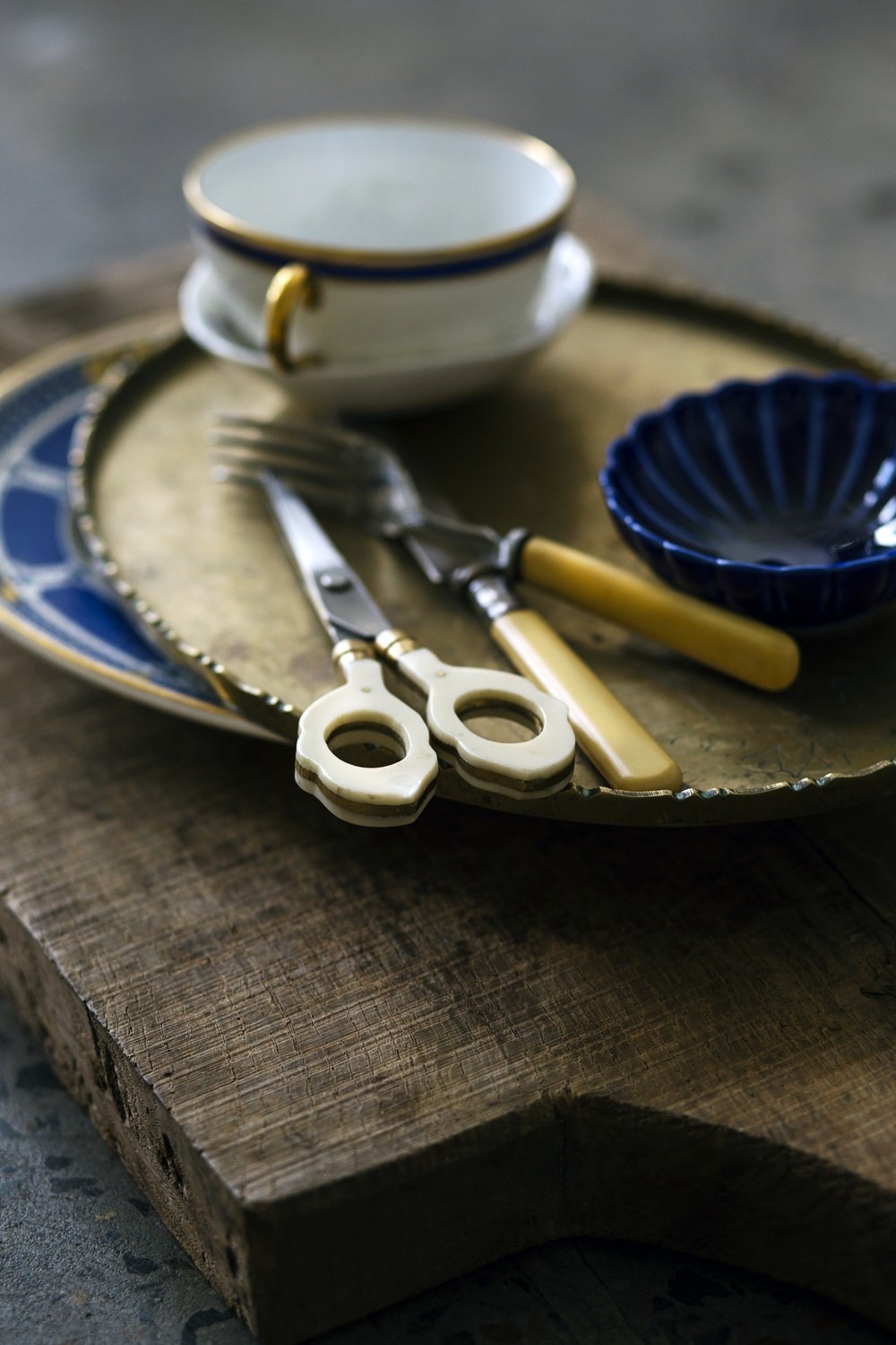 brown handled scissors beside fork and knife on plate