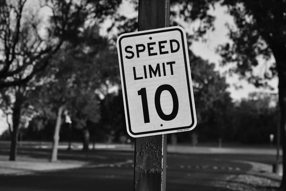 speed limit 10 signboard