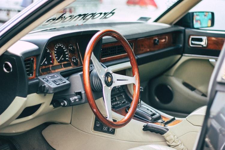 Intérieur d'une voiture.   Photo : Unsplash