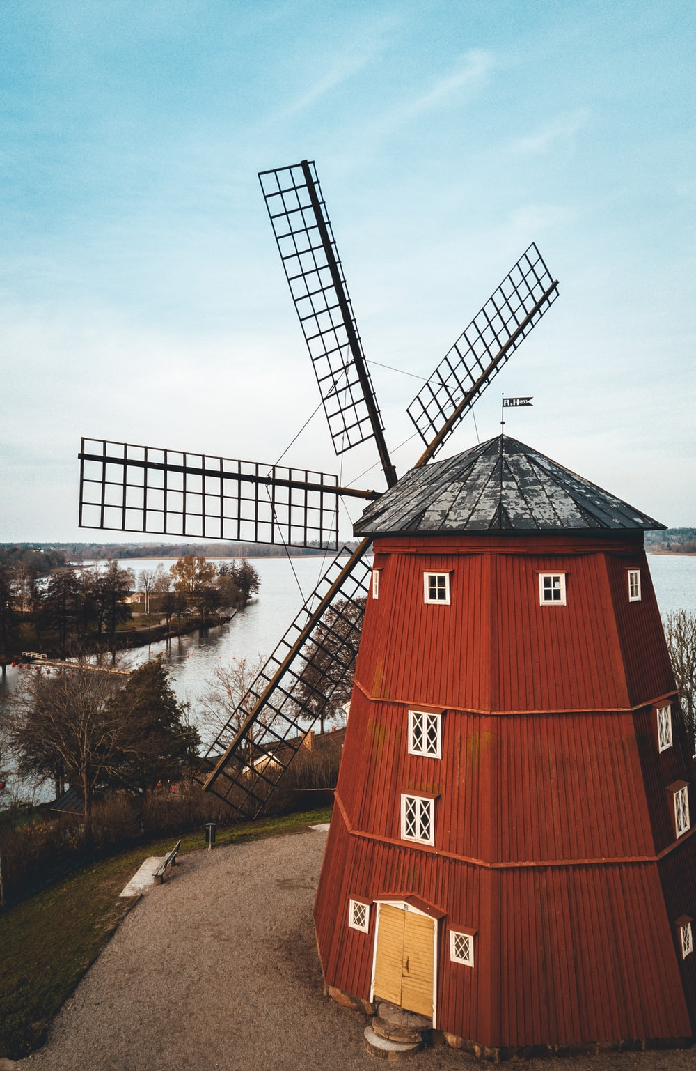 brown and black windmill