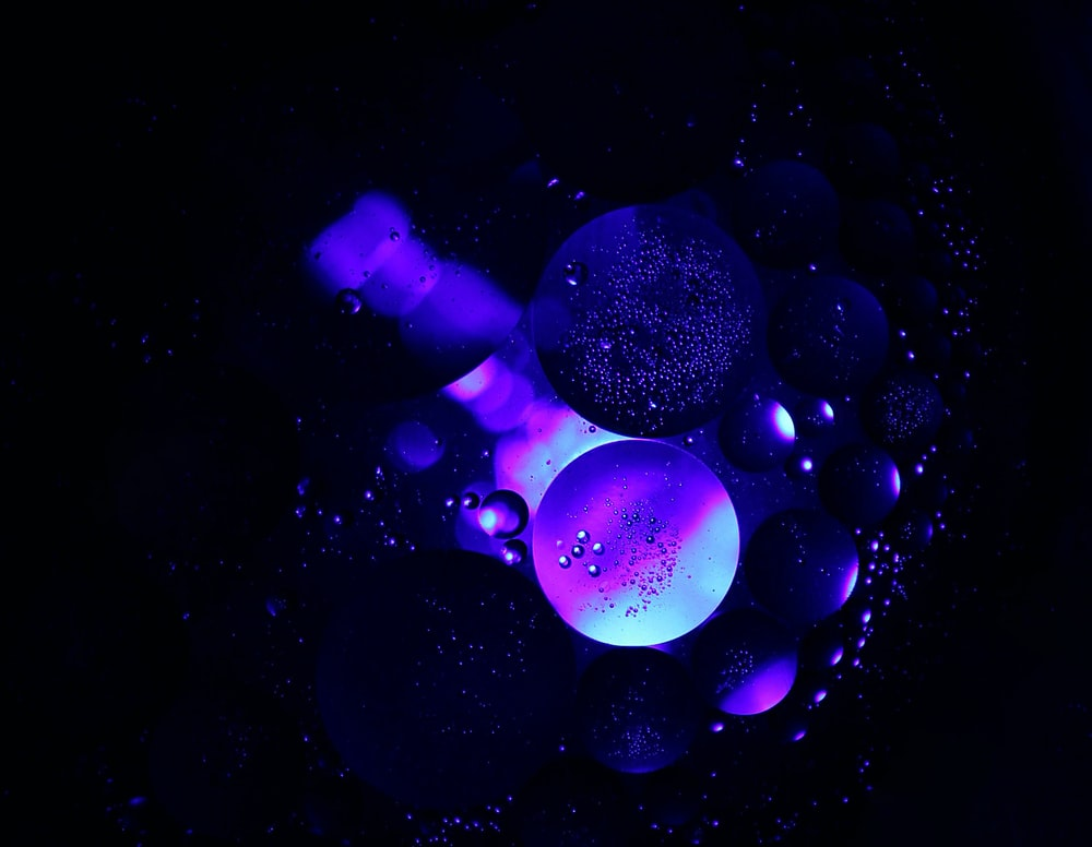 high contract photography of blue bubbles