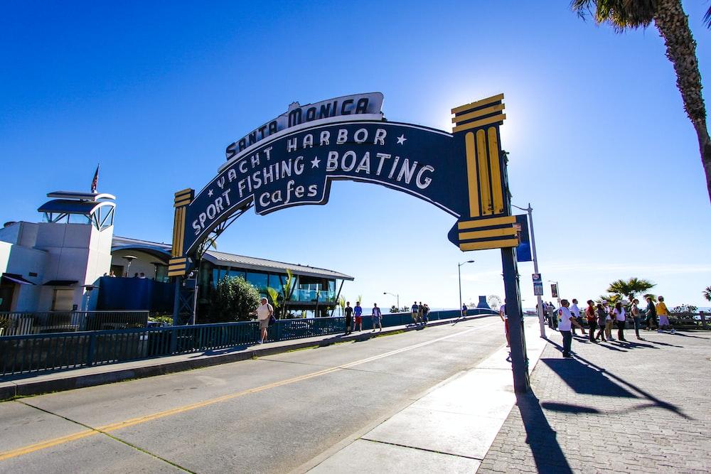 Vacht Harbor arch