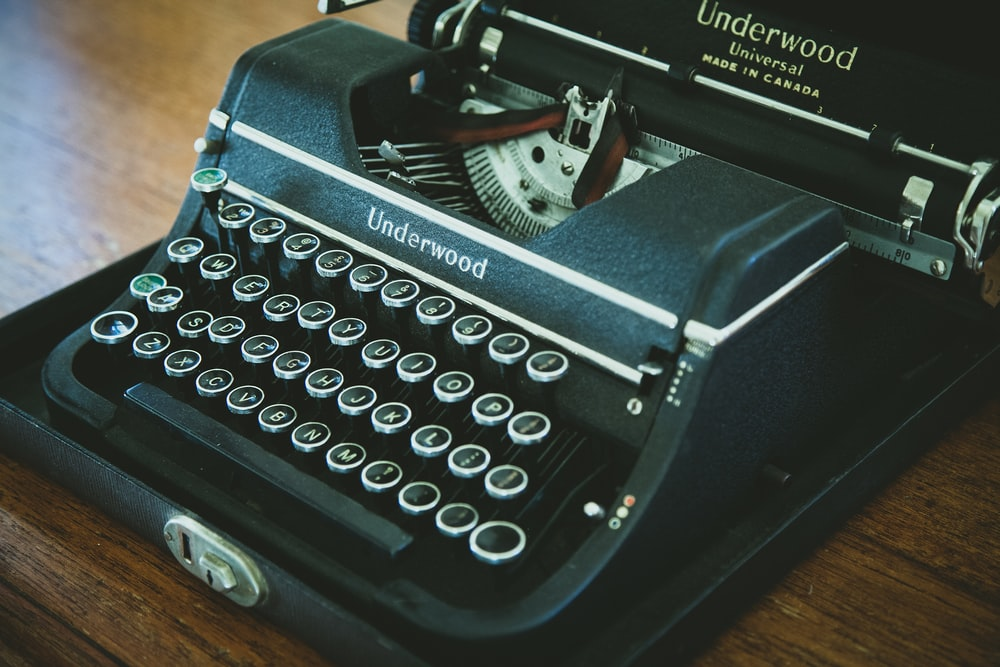 black and white Underwood typewriter