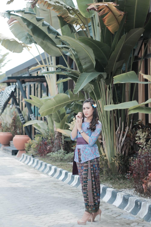 woman standing near banana plant