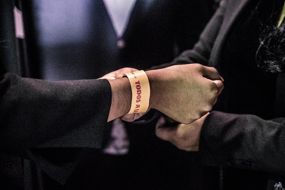 person wearing Todos bracelet