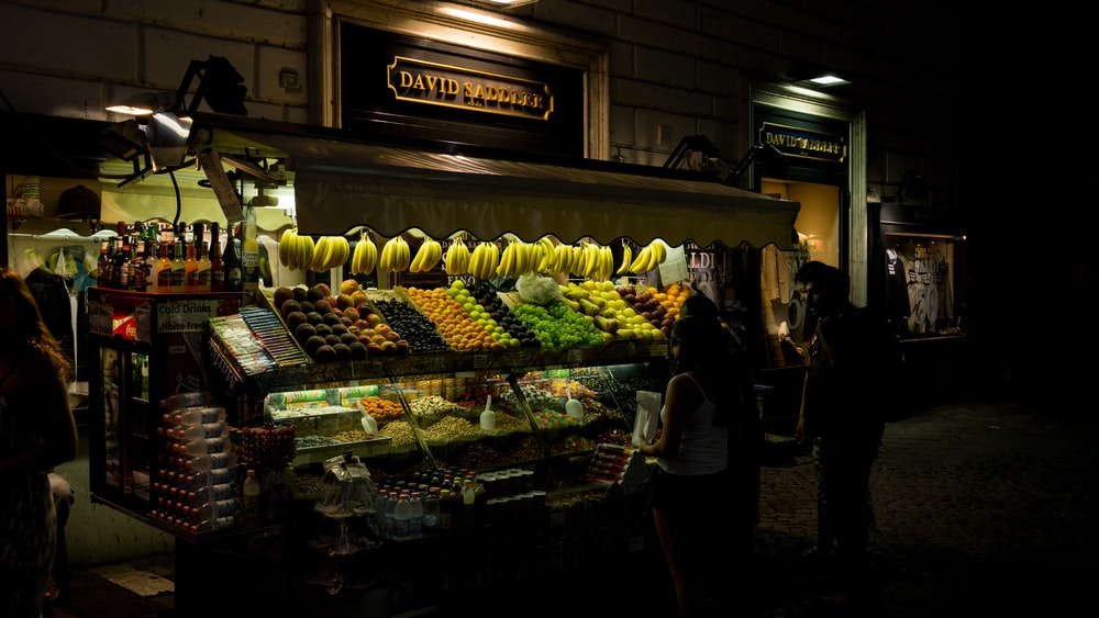 display shelves of fruits