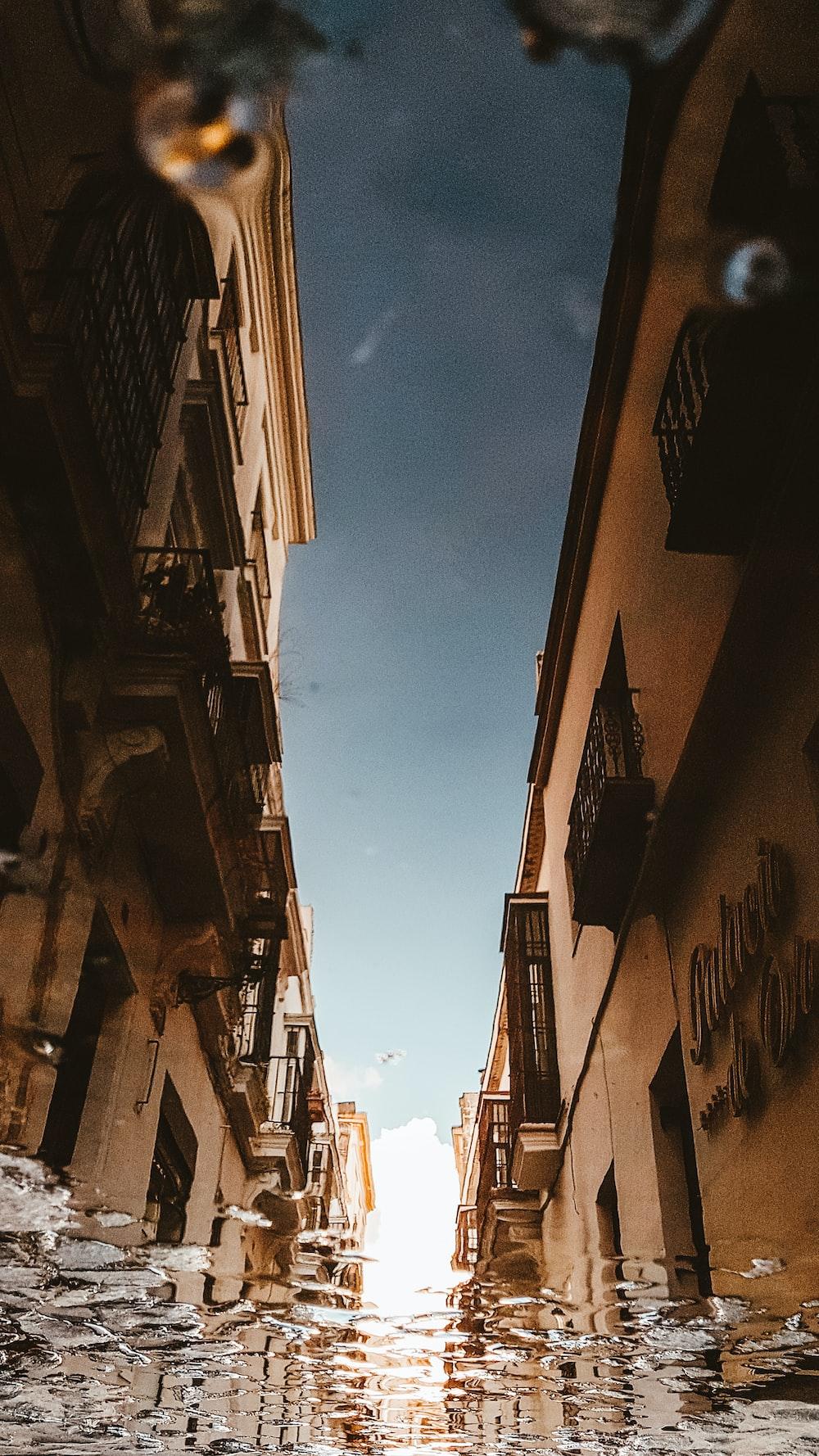 narrow pathway in between buildings