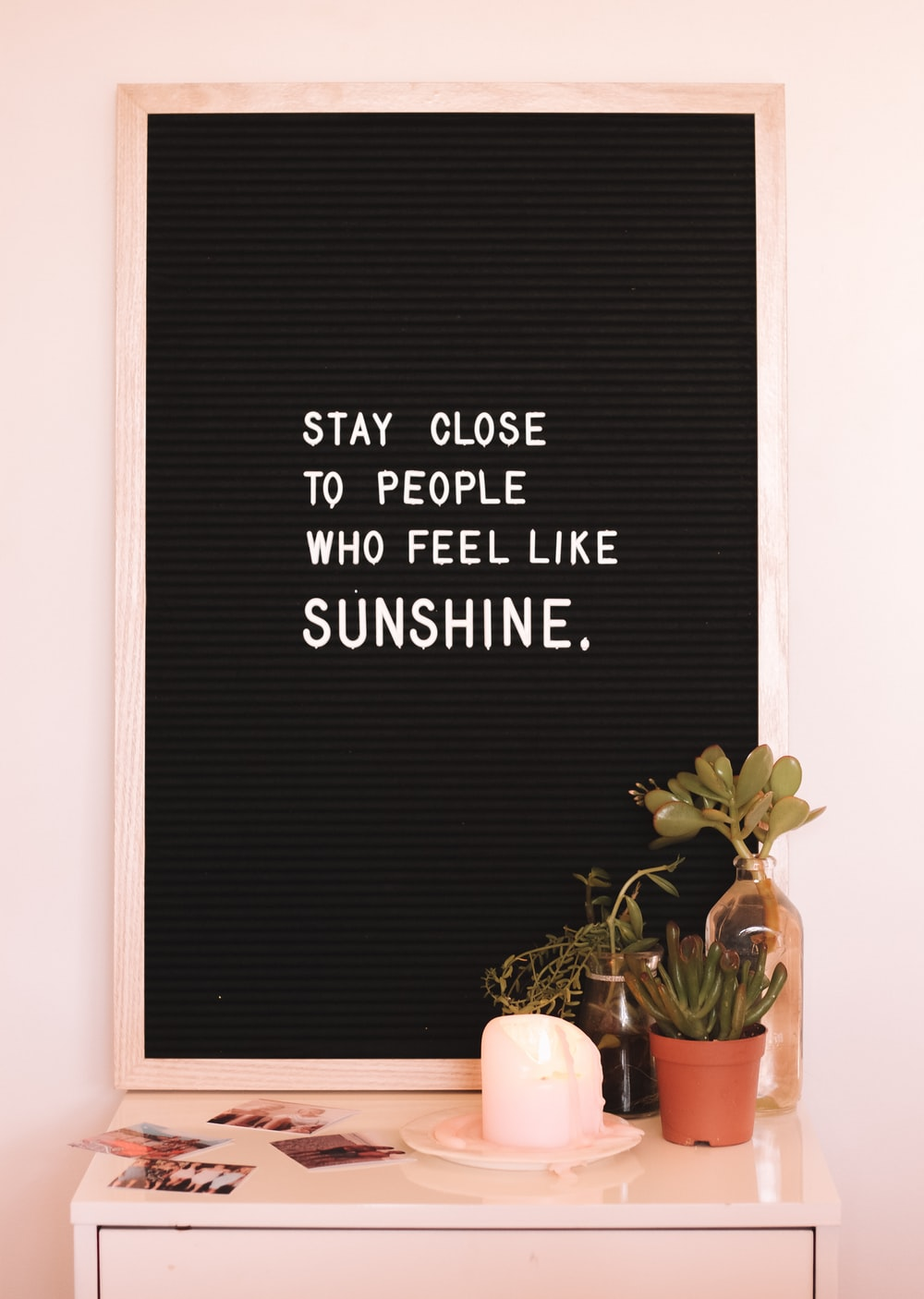 stay close to people who feels like sunshine quote