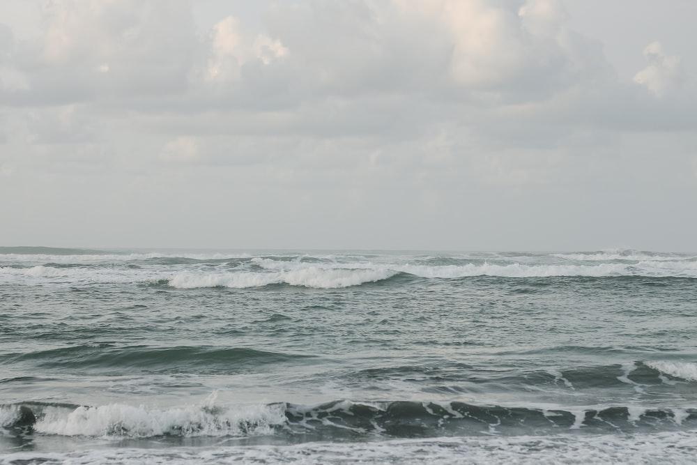 splashing sea waves under gloomy sky