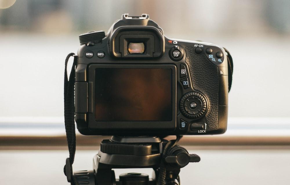 black DSRL camera