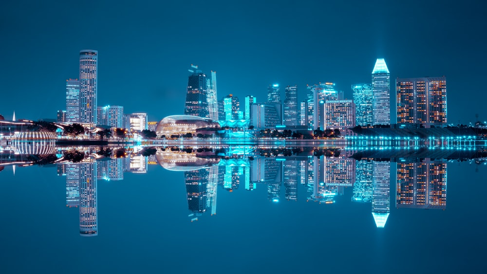 water reflect photography of cityscape