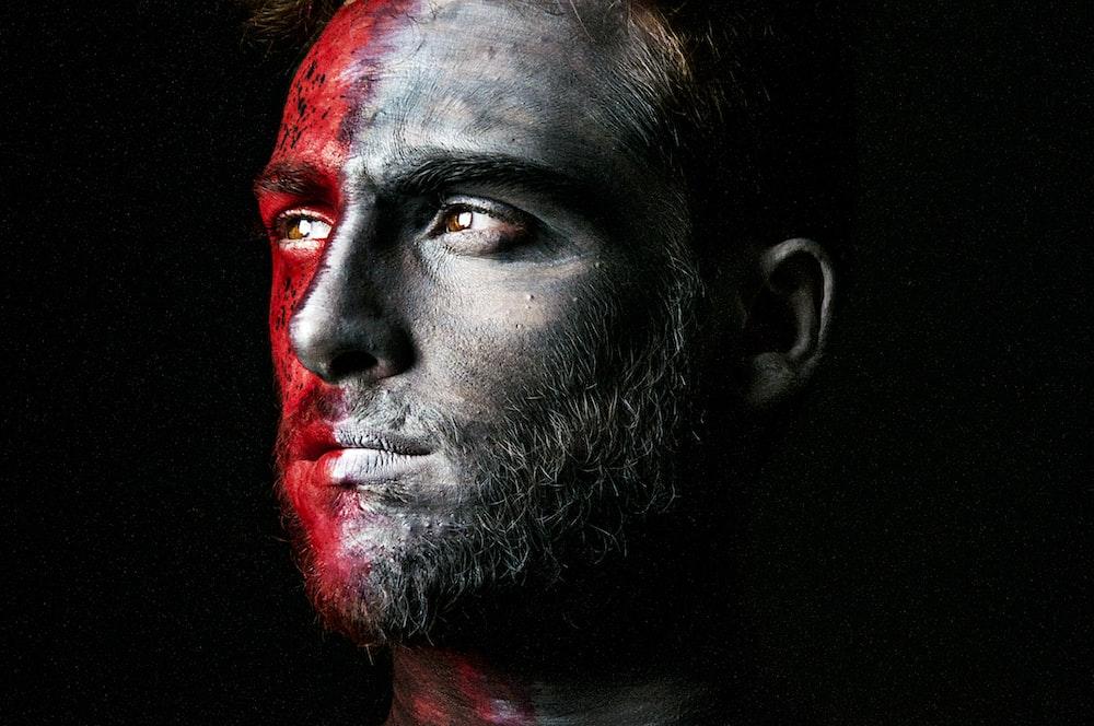 closeup photo of man's face