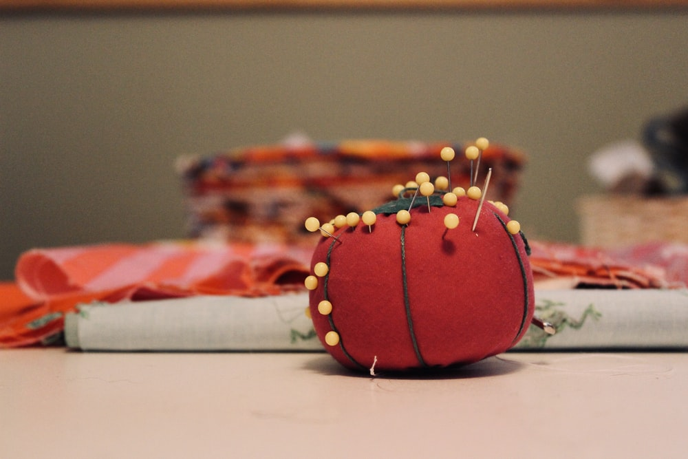 red tomato needle pouch