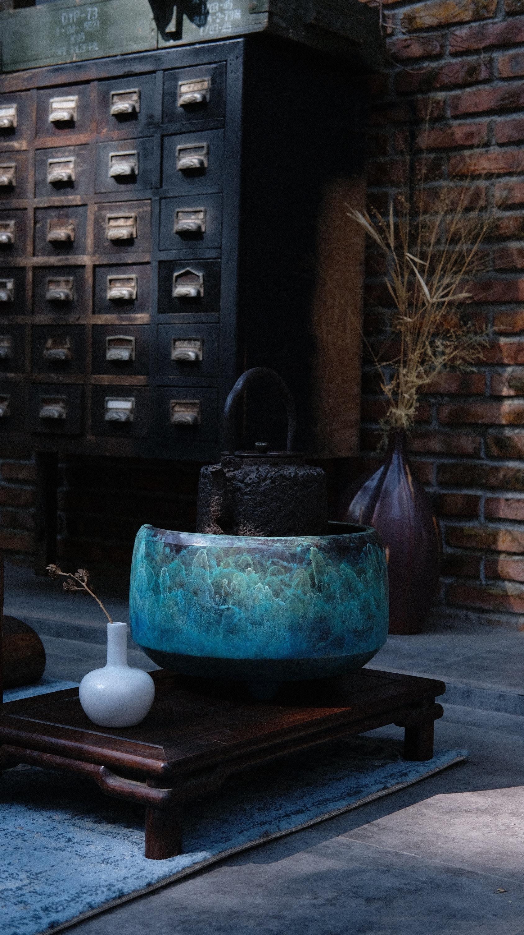 black and green ceramic vase