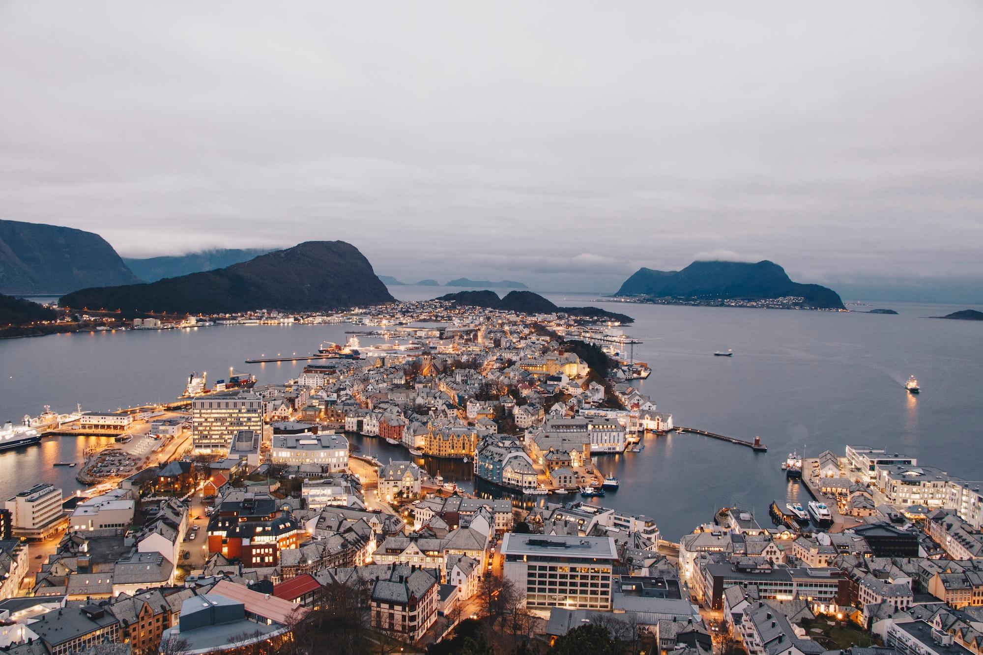 Norveç, İskoçya Ve Kuzey Amerika Kıyılarında Buzulların Oluşturdukları Dik Yamaçlı, Derin Eski Buzul Koyaklarının Aşağı Kesimlerinin Deniz Altında Kalmasıyla Oluşan Körfez Bulmaca Anlamı Nedir?