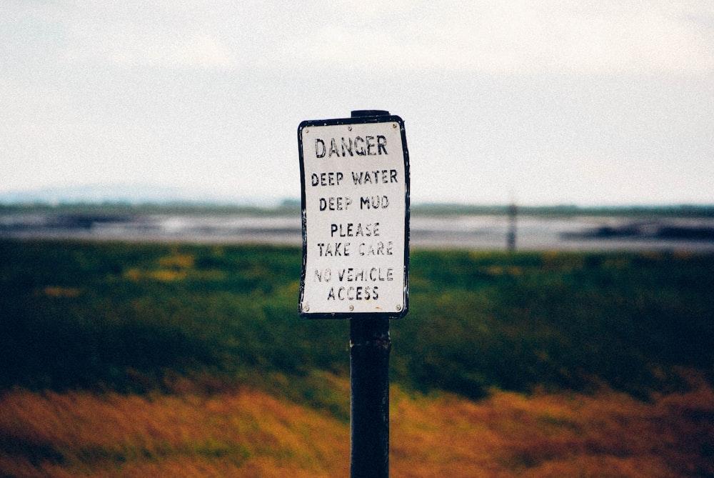 danger deep water signage
