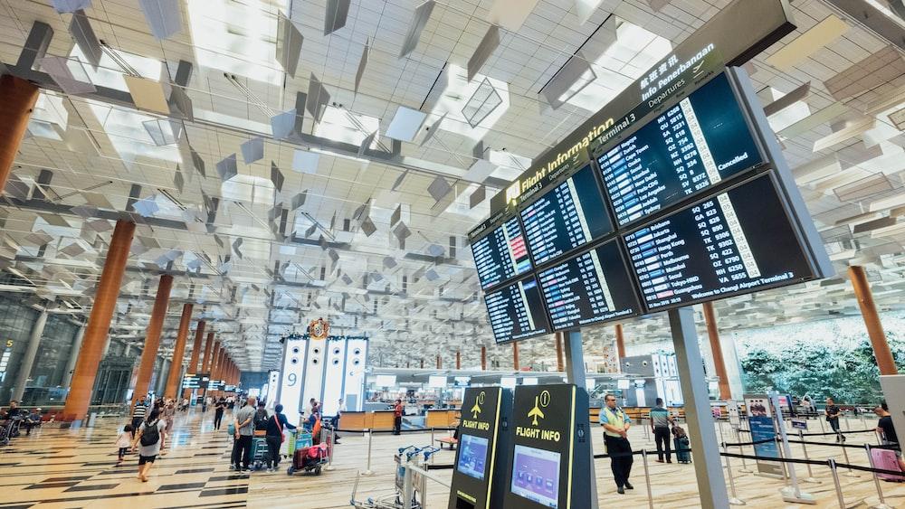 空港出発画面モニター