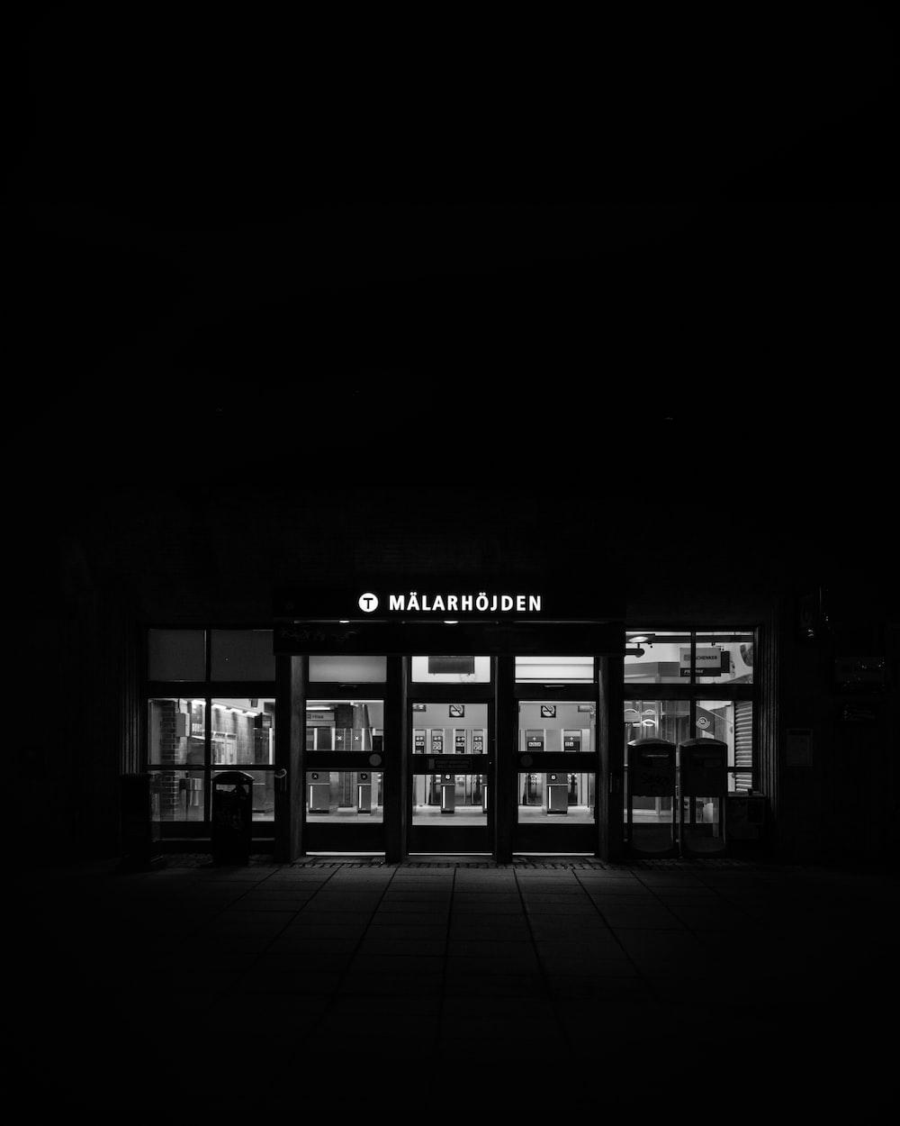 Malarhojden store at night time
