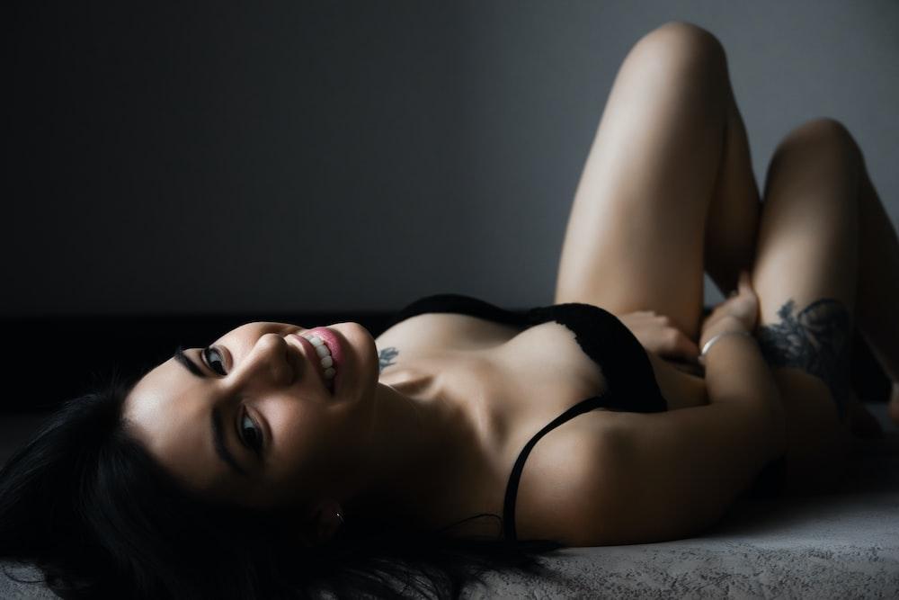 woman in black brassieres
