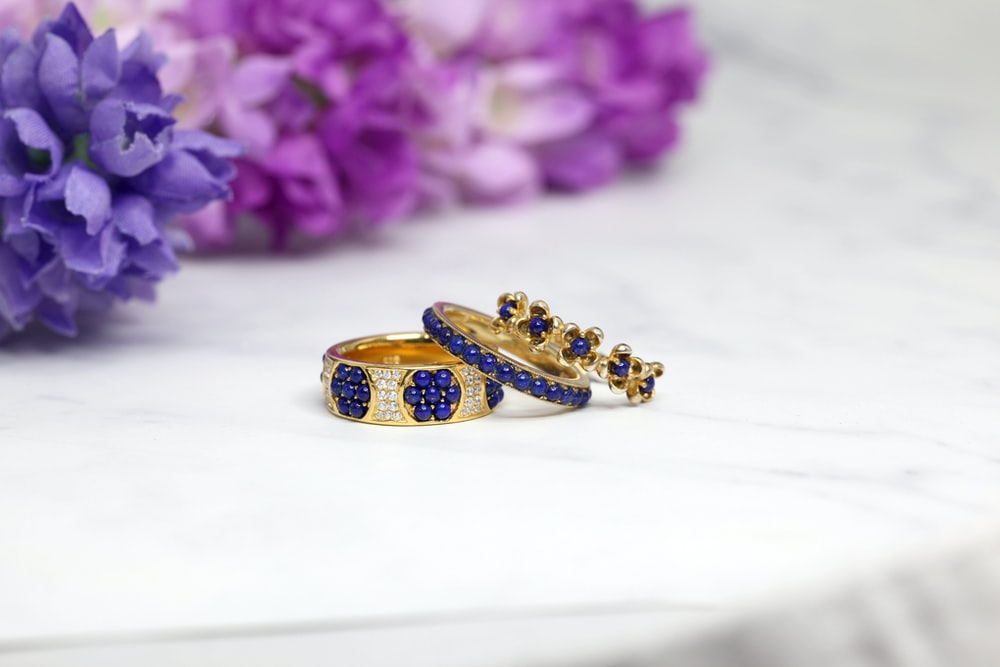 blue-and-gold ring set
