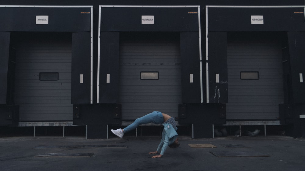 person dancing during daytime