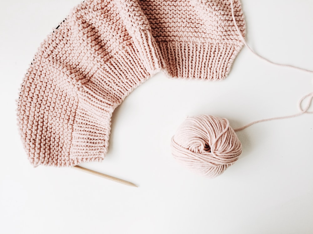 beige knitted mat