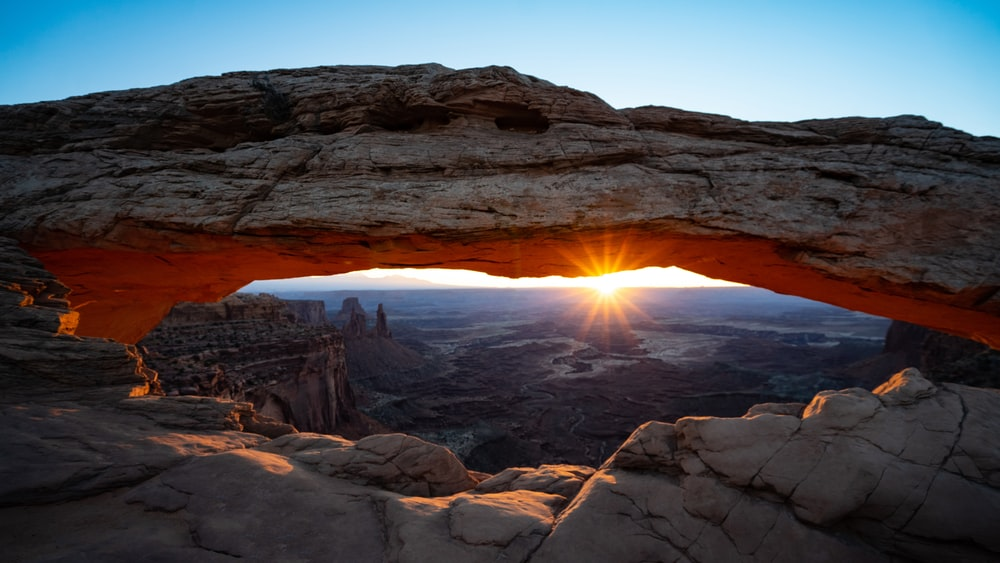 Mesa Arch in the Canyonlands, the closest park to the Arches National Park. Picture from Tom Gainor