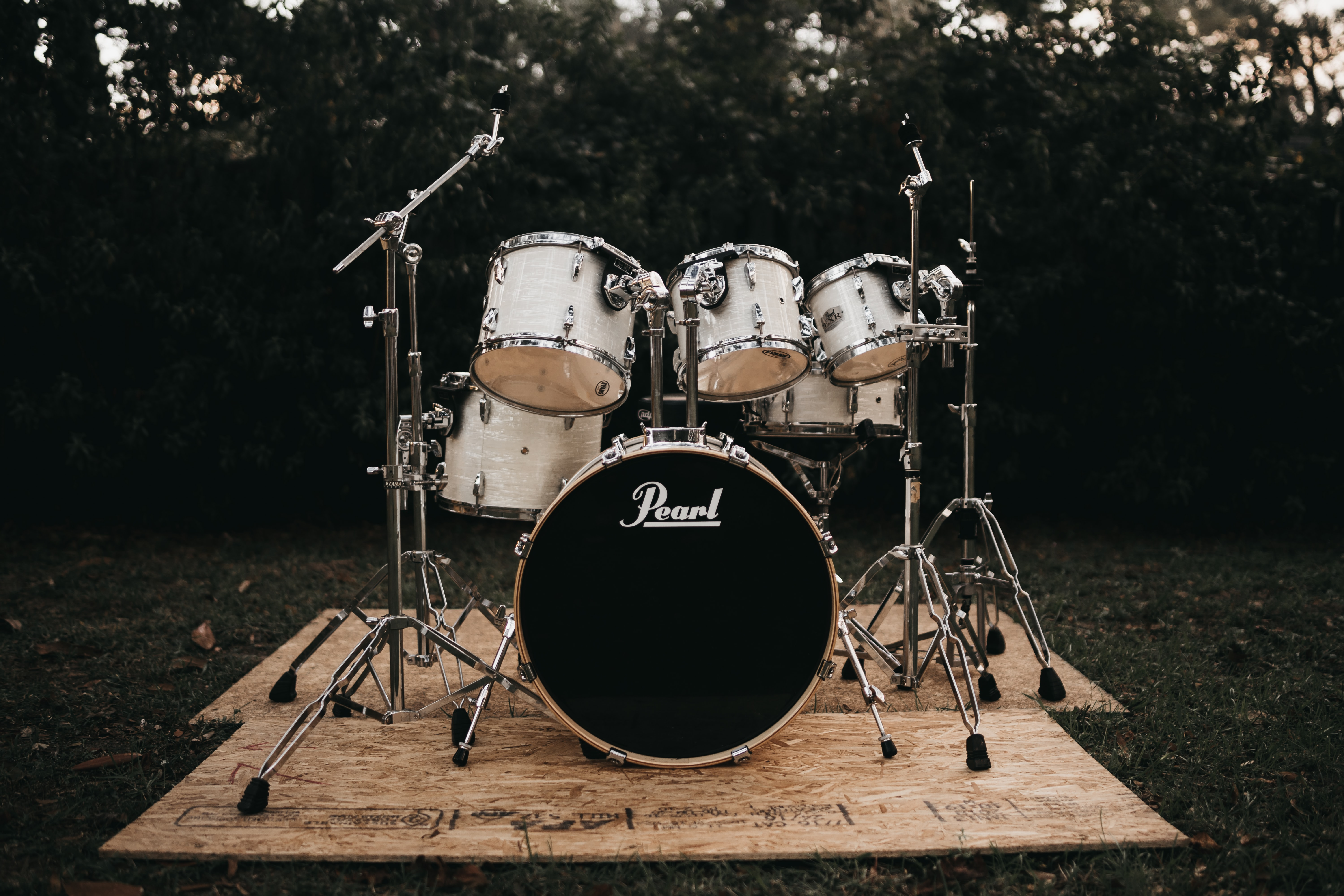 black and white Pearl drum set