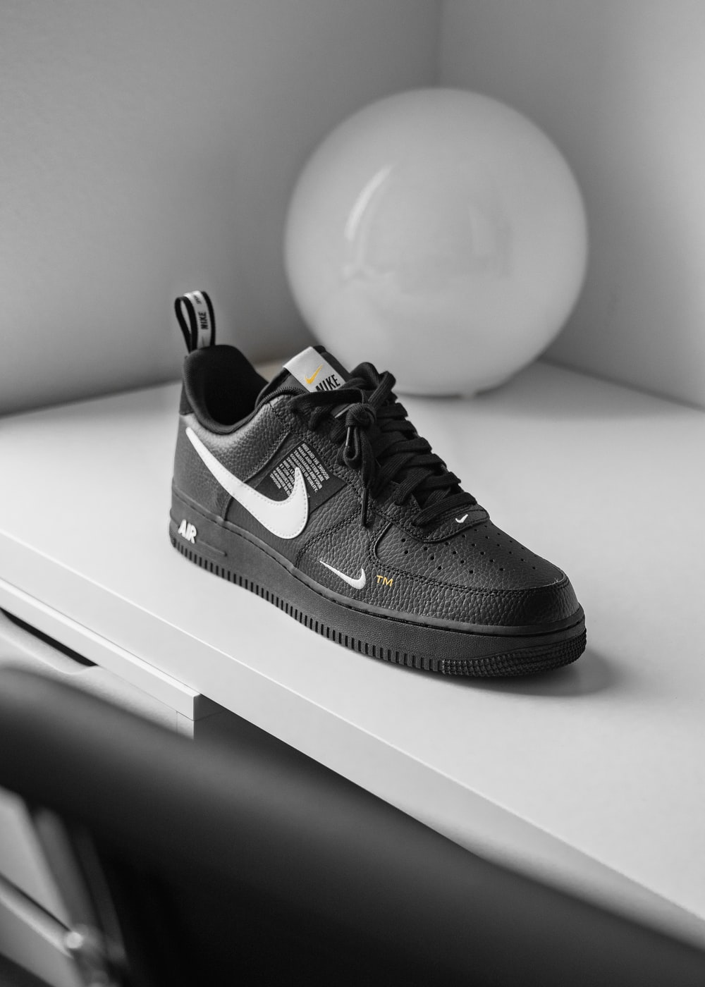 unpaired OFF WHITE X Nike Air Force 1 low-top sneaker