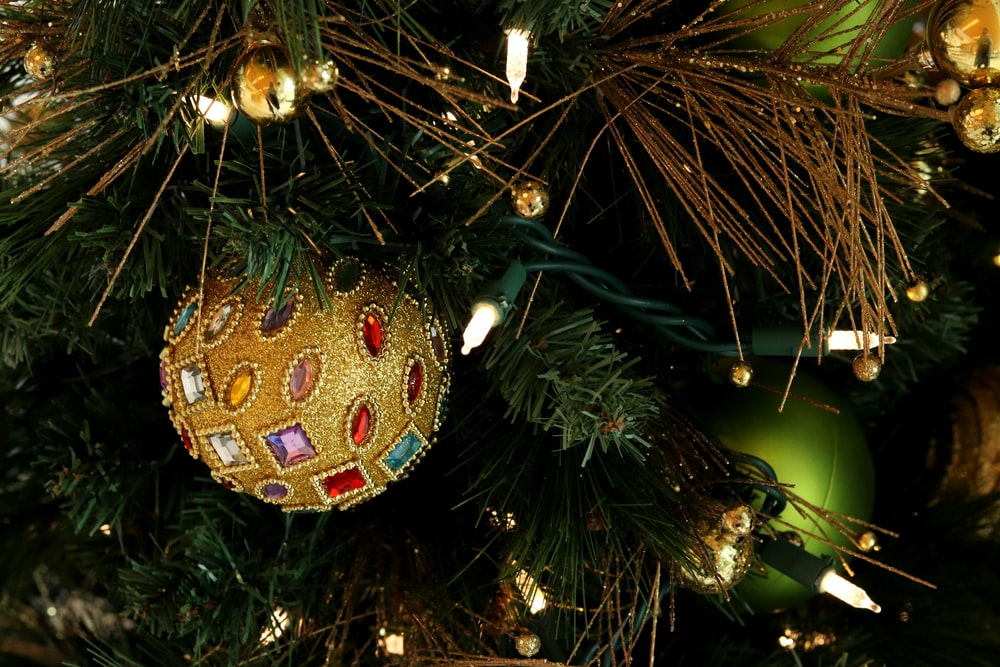 brown and multicolored christmas bauble close-up photography