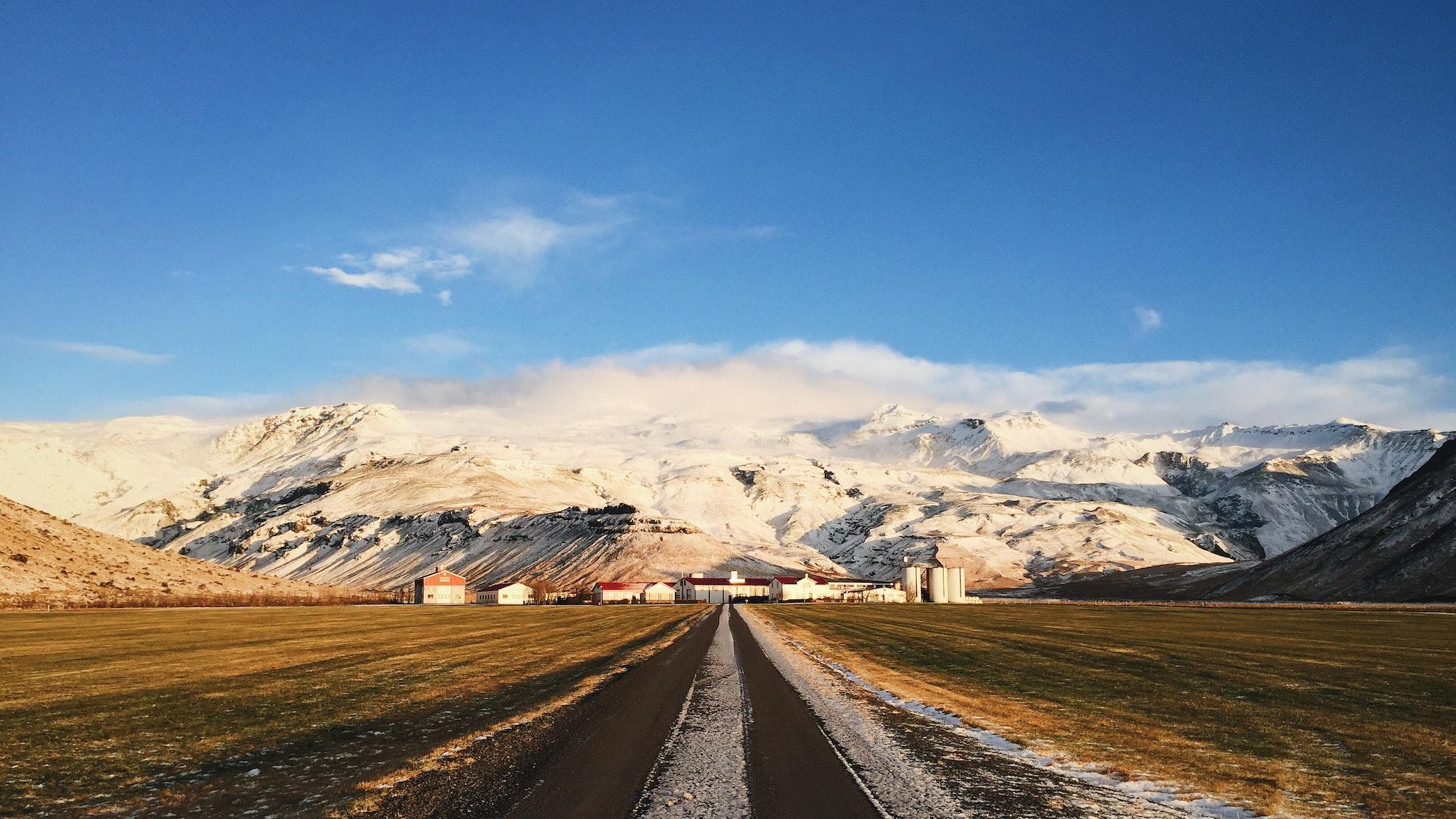 冰島南部的埃亞菲亞德拉冰蓋(Eyjafjallajokull)