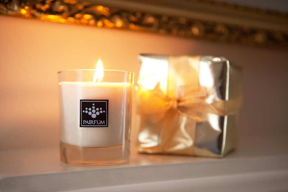 white and black Parfum candle