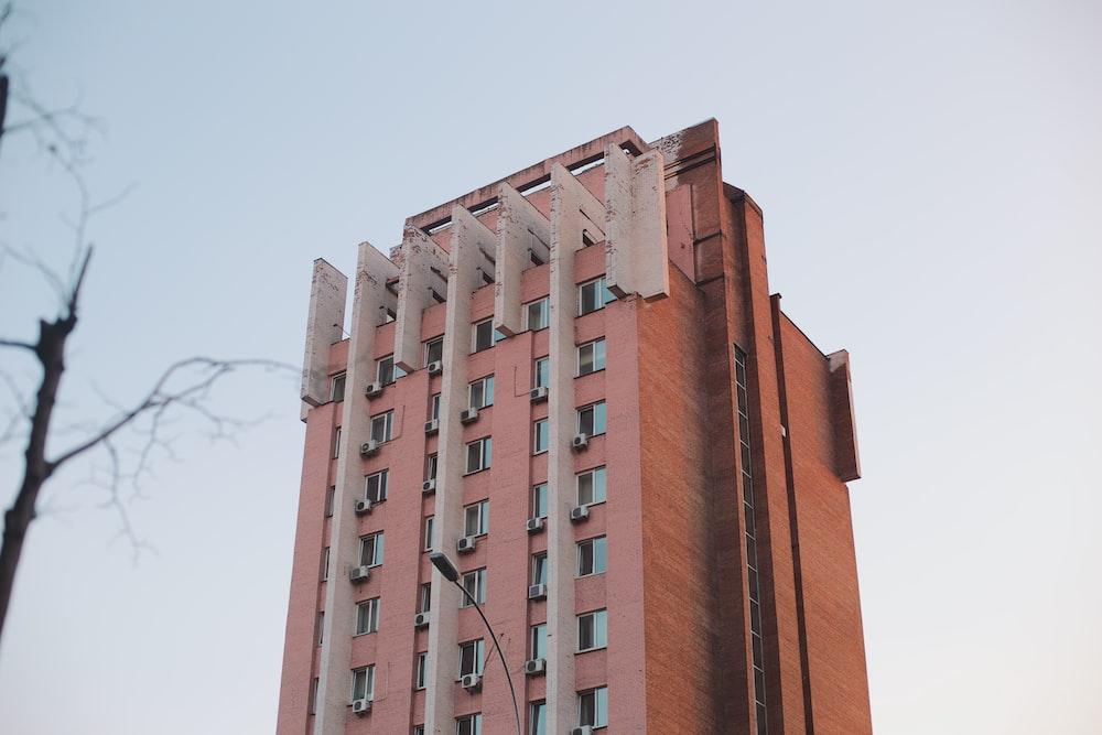 brown high-rise concrete building