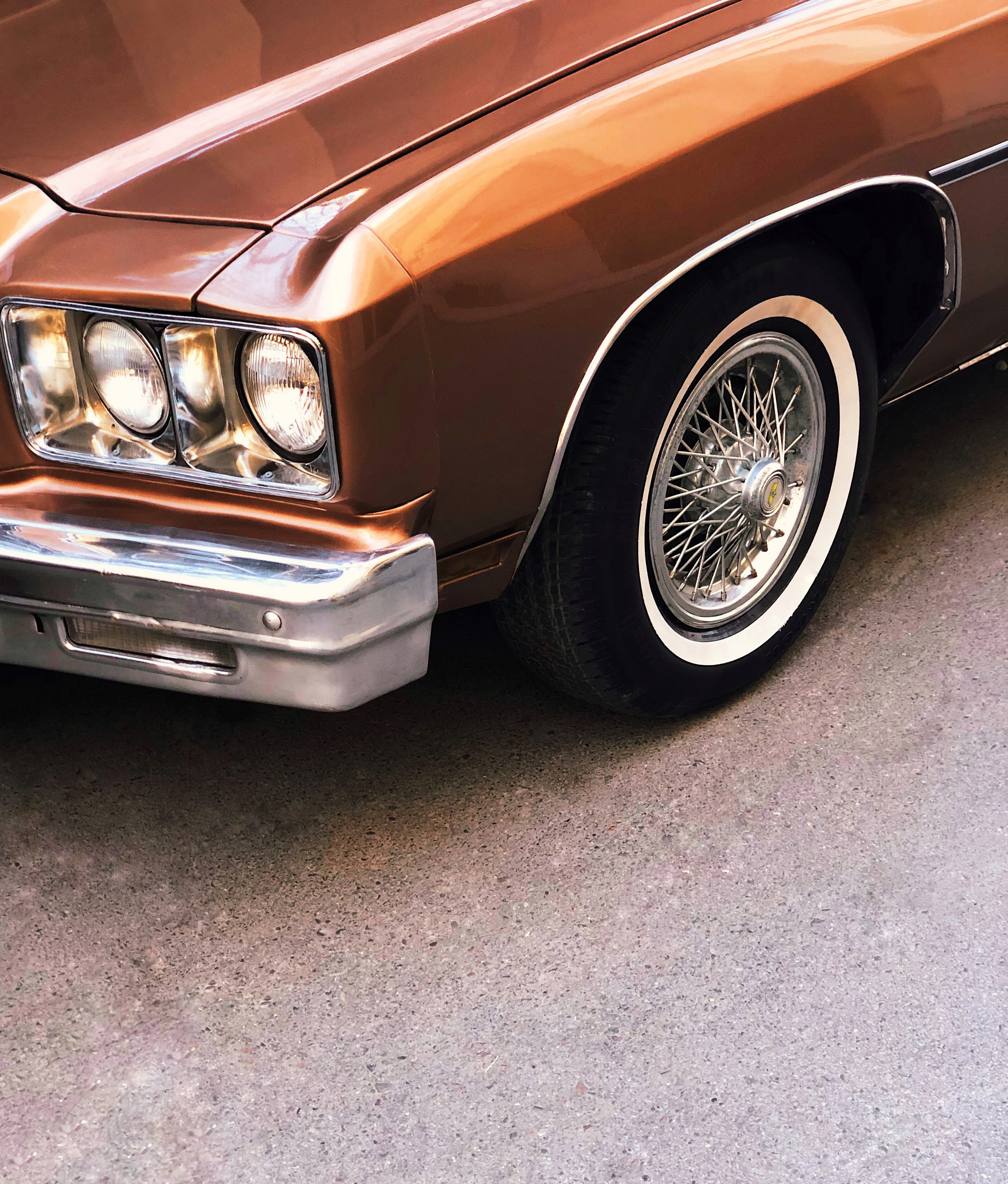 close-up photography of brown car